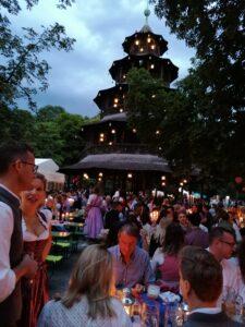 Der Kocherlball im Biergarten Chinesischer Turm