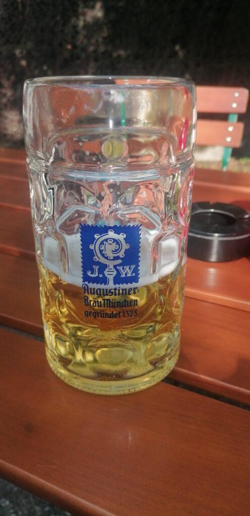 Biergarten Augustiner Keller Bier im Maßkrug