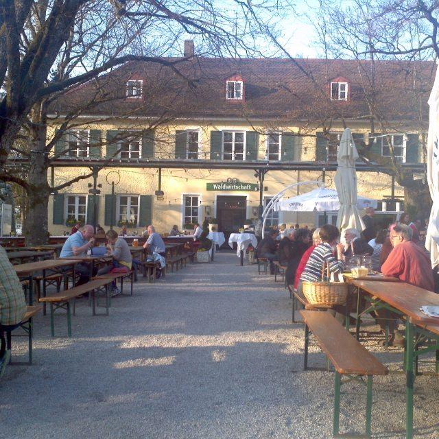 Biergarten Waldwirtschaft in deer Gemeinde Pullach