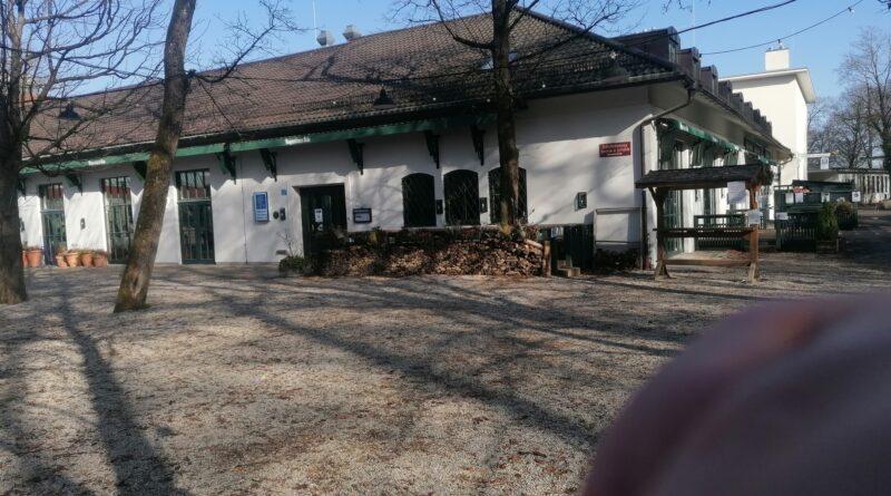 Der beiente bereich am Biergarten am Bavariapark