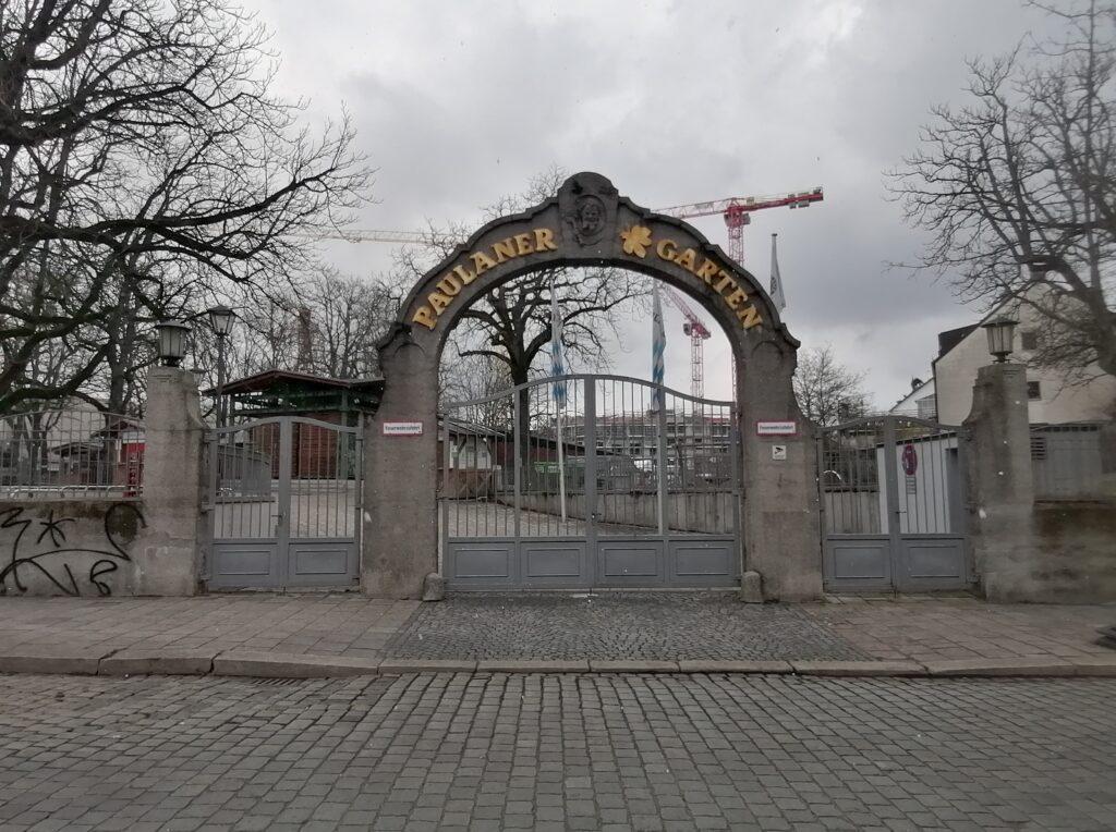 Der Paulaner am Nockherberg Biergarten Eingang