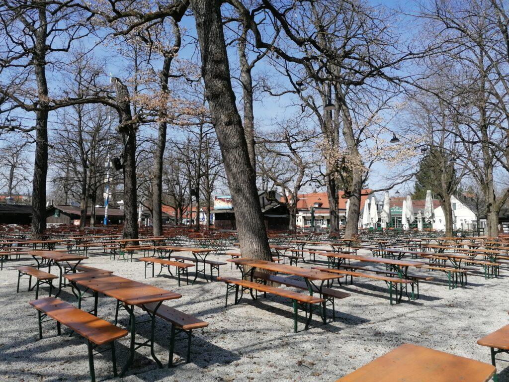 Der Blick auf die Schnänke im Hirschgarten Biergarten