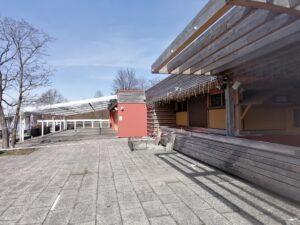 Die Terrasse vom Biergarten Paulaner Seegarten
