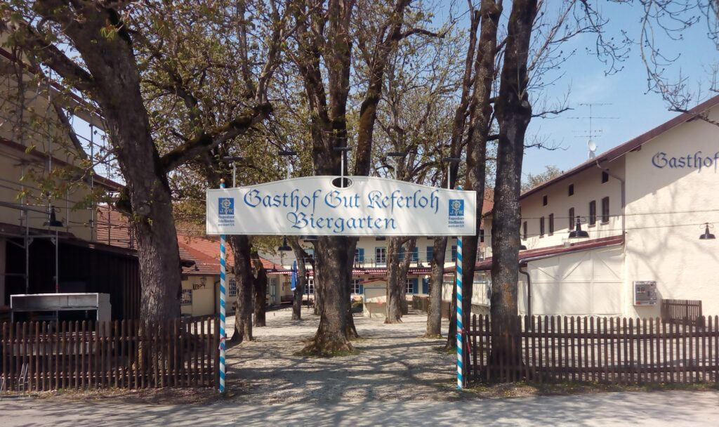 Der Eingang zum Biergarten Gut Keferloh