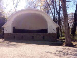 Die Live Bühne im Biergarten Stadtwaldhaus in Krefeld
