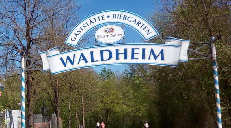 Die Einfahrt zum Biergarten Waldheim.