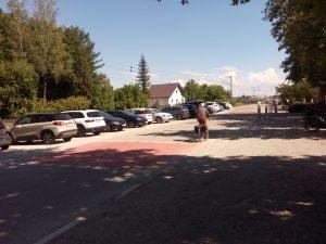 Der parkplatz für die PKW´s.