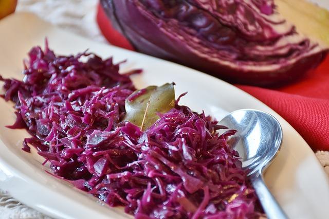 Blaukrautsalat mit Fenchel und Walnüssen