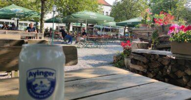 Der Biergarten Ayinger Ottobrunn liegt mitten im Zentrum von Ottobrunn.